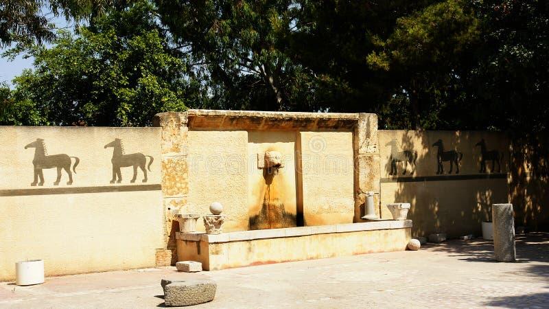 Fontein in de ruïnes van Byrsa, Carthago, Tunesië royalty-vrije stock afbeelding