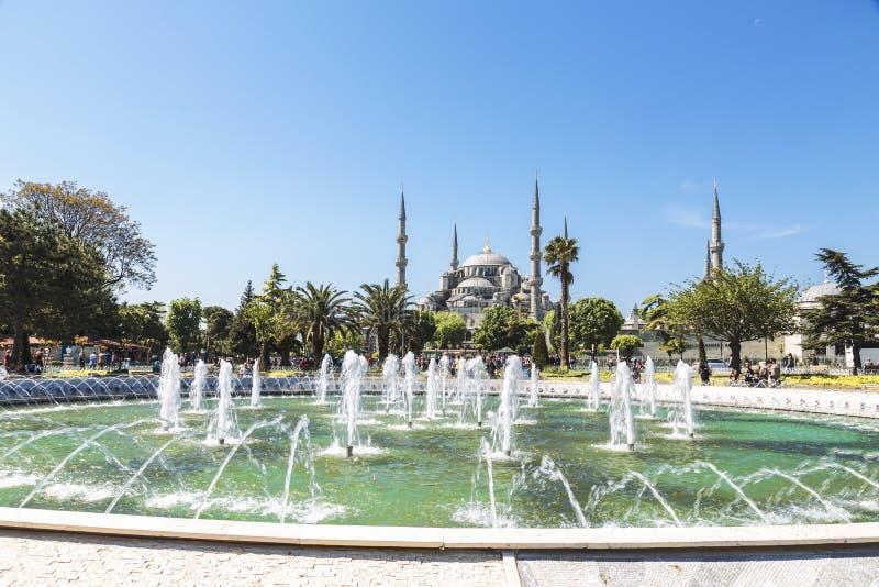 Fontein en Sultanahmet-Moskee of Blauwe Moskee in Istanboel, stock afbeelding