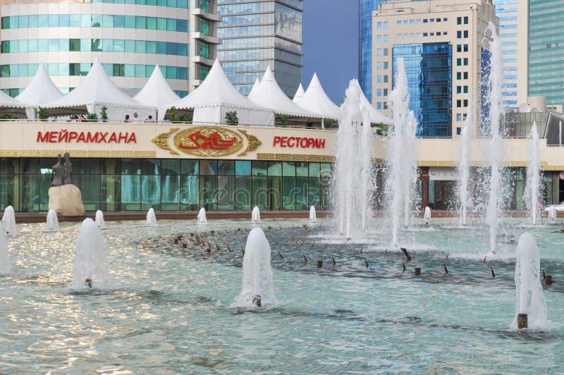 Fontein in het centrum van Nursultan royalty-vrije stock afbeelding