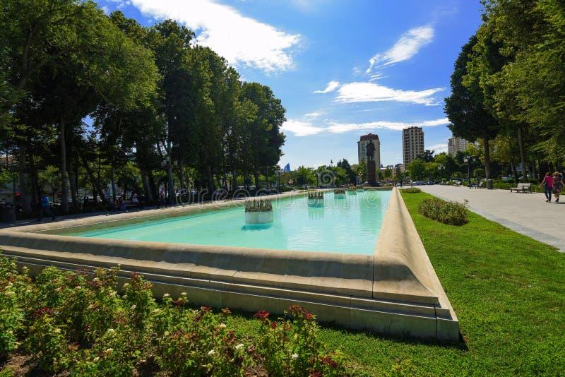 Fontein in het park van Samed Vurgun in Baku stock afbeeldingen