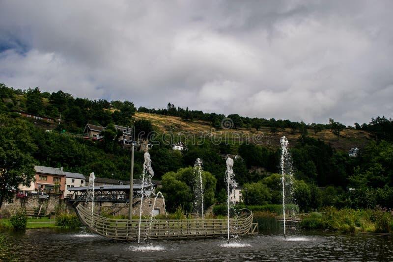 Fontein in La Roche Engelse Ardenne royalty-vrije stock foto
