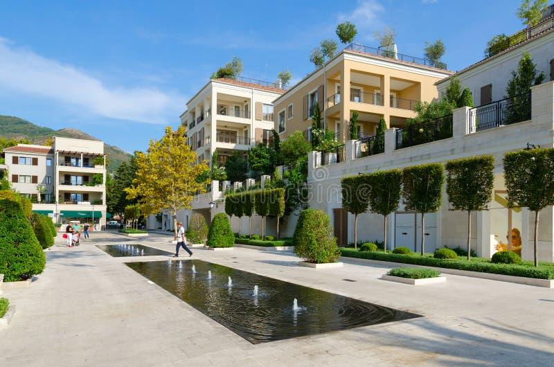 Fontein op dijk van Tivat, stadsmening, Montenegro royalty-vrije stock foto