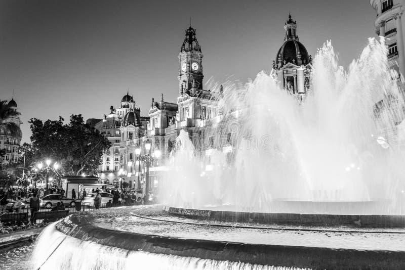 Fontein op Modernismeplein van het Stadhuis van Valencia, stadhuisvierkant, Spanje stock foto