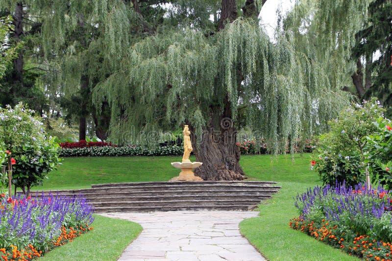 Fontein in park royalty-vrije stock afbeeldingen