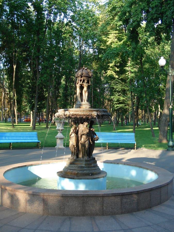 Fontein in park royalty-vrije stock afbeelding