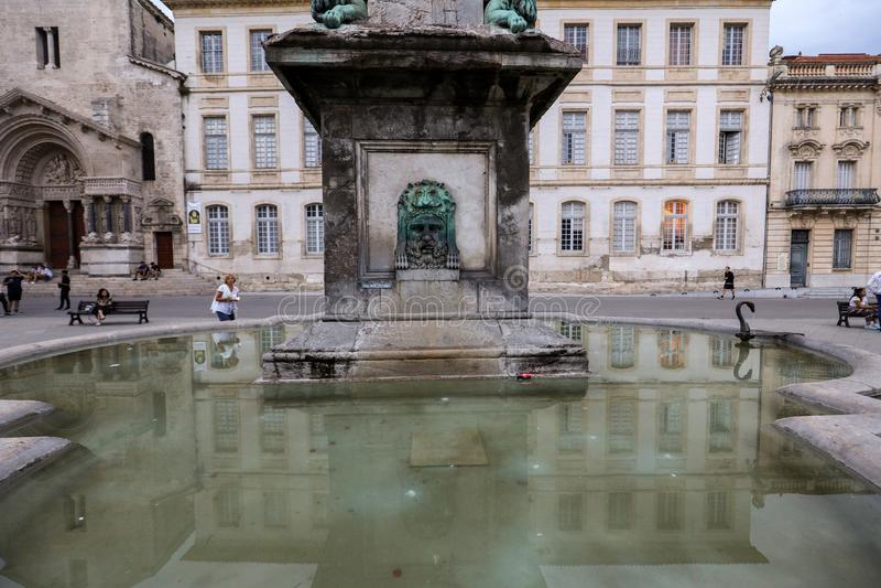Fontein in Place DE La Republique in Arles, Frankrijk royalty-vrije stock foto's