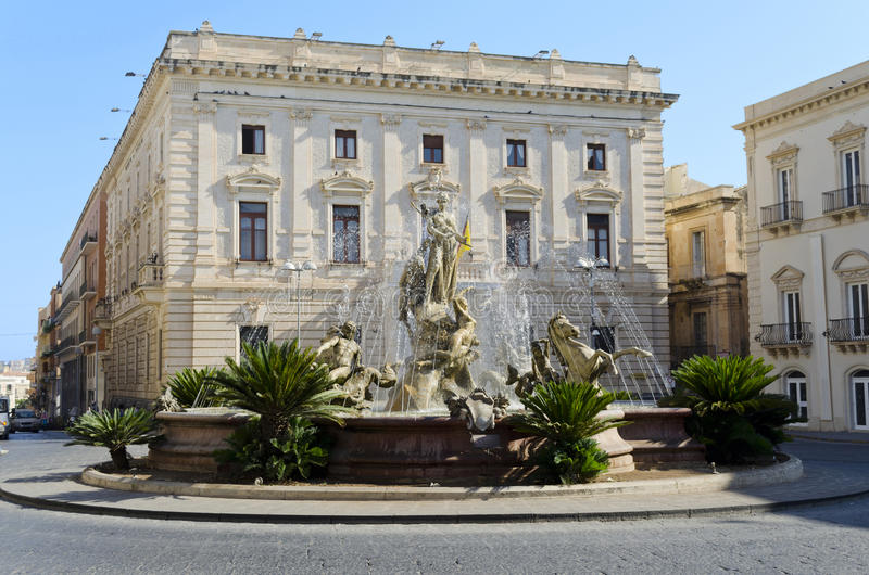 Fontein in Siracusa - Sicilië, Italië royalty-vrije stock afbeelding
