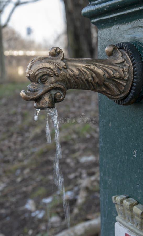 Fontein van de weduwe of de groene draak, Milaan stock foto's