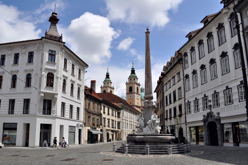 Fontein van Drie Rivieren in het Vierkant van de Stad in Ljubljana, Slovenië stock foto's