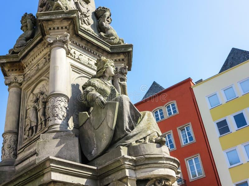 "Fontein van Jan von Werth †de ""in 1884 in Alter Markt in Keulen, Duitsland wordt ingehuldigd dat stock fotografie"