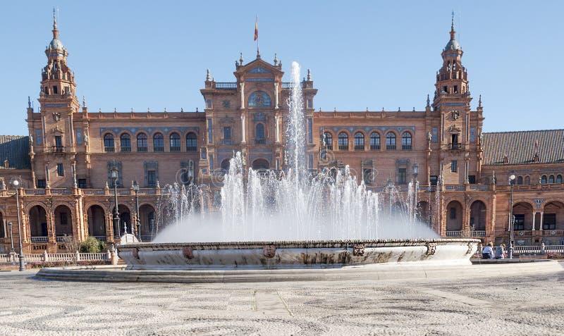 Fontein van koninklijk paleis van Sevilla royalty-vrije stock afbeelding