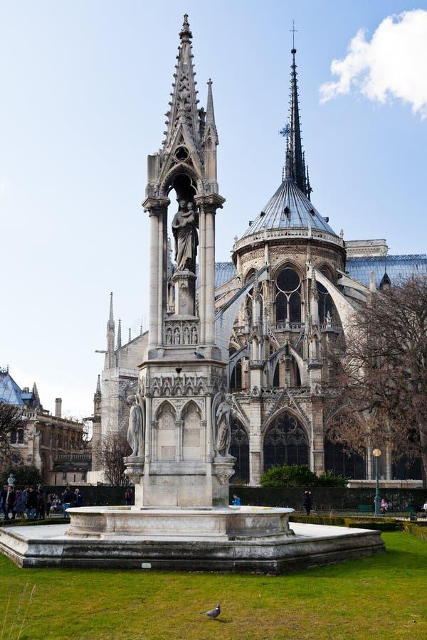 Fontein van Virgin en Notre-Dame DE Parijs royalty-vrije stock foto