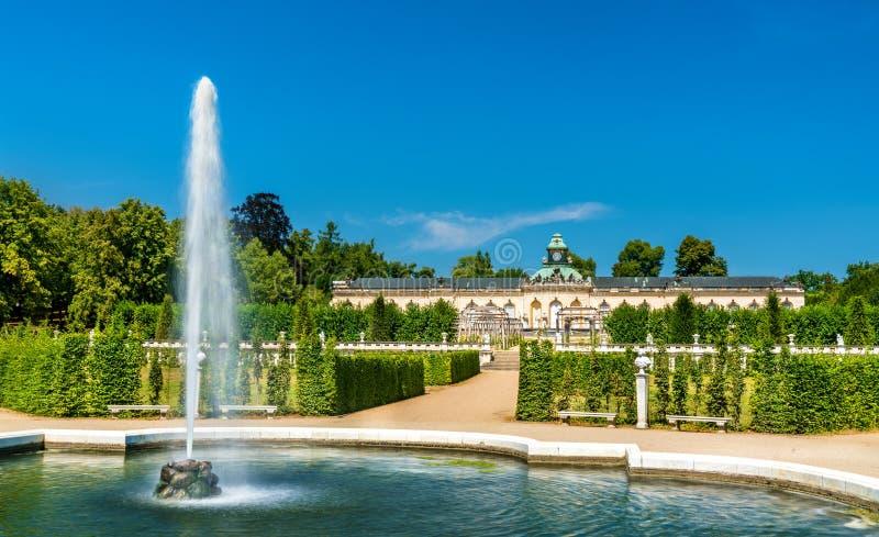 Fontein voor het Bildergalerie-Paleis bij Sanssouci-park Potsdam, Duitsland royalty-vrije stock foto
