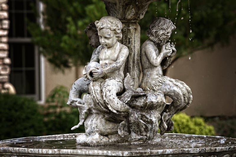 Fonteincherubijnen stock afbeelding