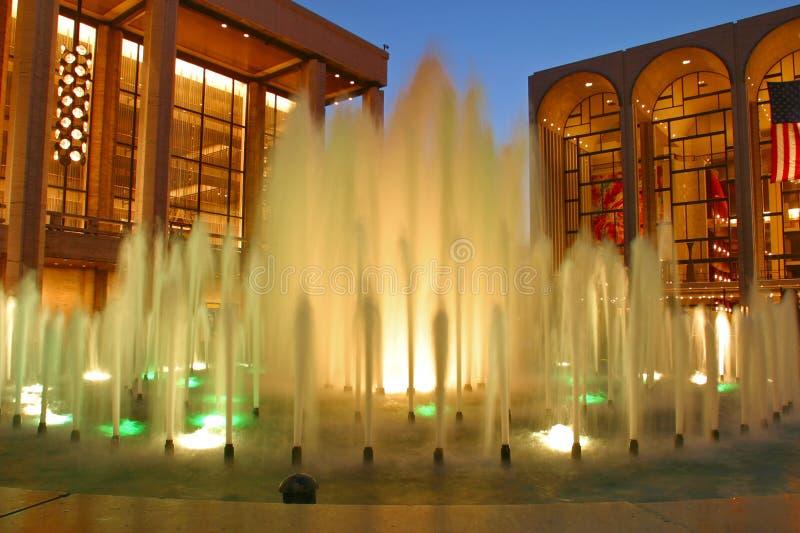 Fonteinen buiten het Centrum van Lincoln, New York stock afbeelding