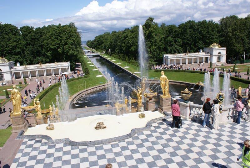 fonteinen Standbeelden en monumenten van St. Petersburg De architectuur van stadsst. petersburg Fonteinen in de straten en de vie royalty-vrije stock fotografie