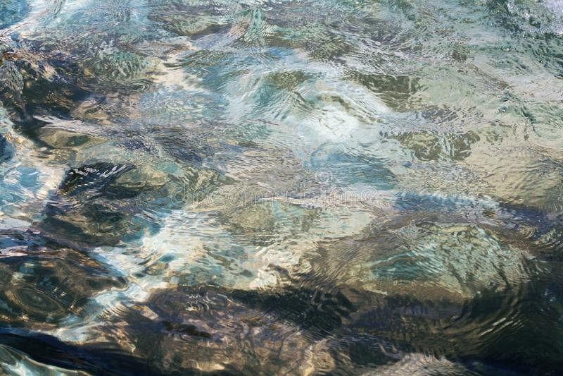 Fonteinwater in motie stock foto's