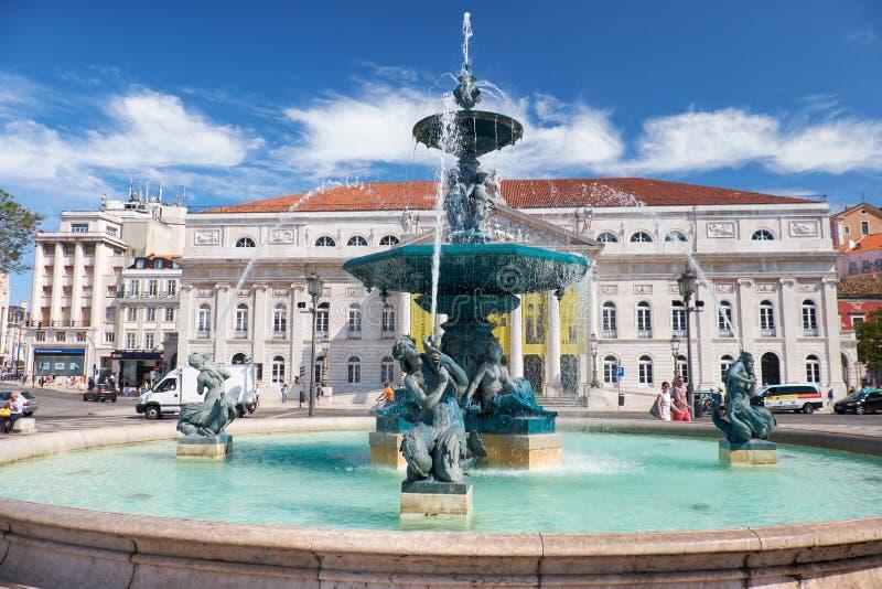 Fontes barrocos do bronze do estilo no quadrado de Rossio lisboa Portuga foto de stock royalty free