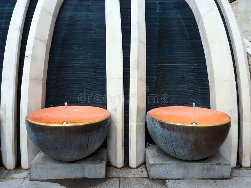 Fontes bebendo esculturais modernas, Veliko Tarnovo, Bulgária fotos de stock royalty free