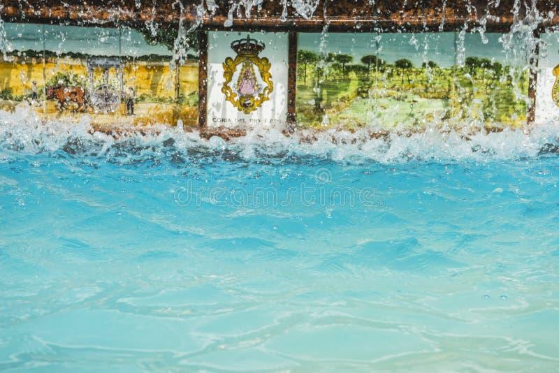 fontes com grande verão dos jatos de água em Marbella, Andalucia Spai imagem de stock