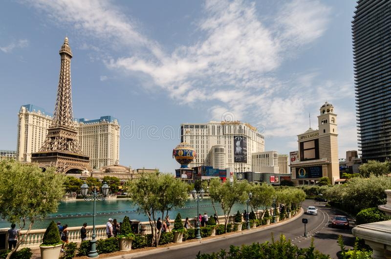 Fontes de Bellagio oposto a Paris Las Vegas fotos de stock royalty free