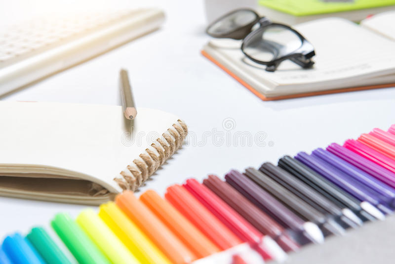Fontes de Educationschool no fundo branco pronto para seu desi fotos de stock