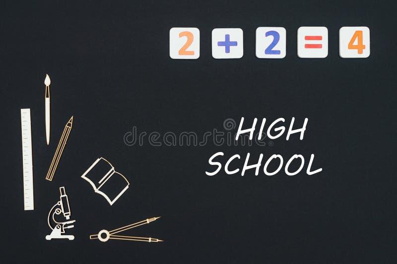 Fontes de escola colocadas no fundo preto com a High School do texto imagem de stock royalty free