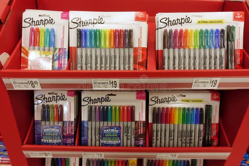 Fontes de escola em uma loja local fotos de stock