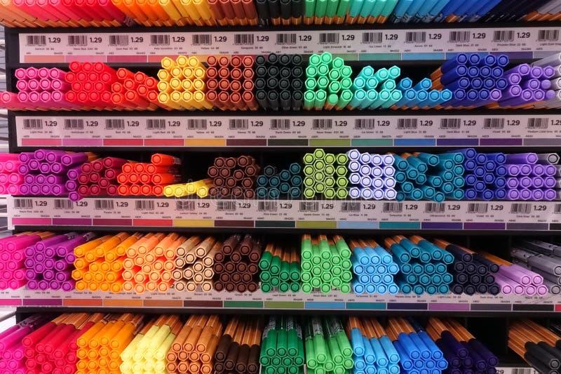 Fontes de escola em uma loja local imagem de stock royalty free