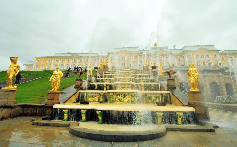 Fontes de Peterhof, Rússia fotografia de stock