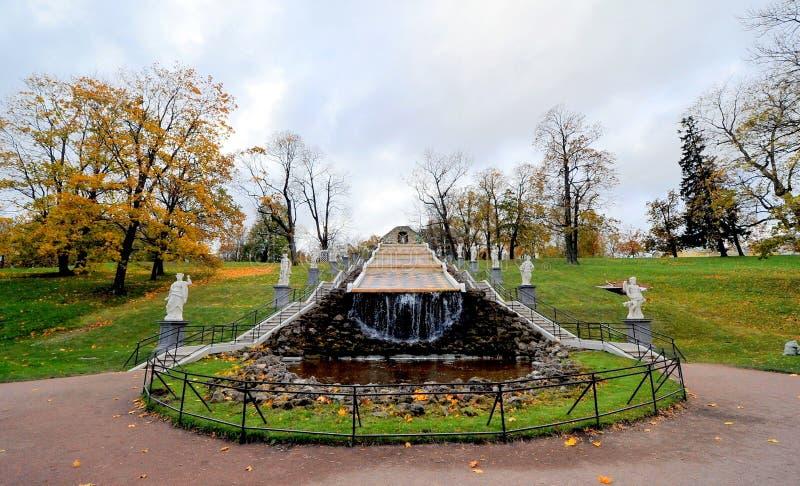 Fontes de Peterhof, Rússia fotografia de stock royalty free