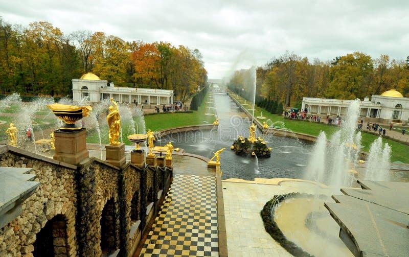 Fontes de Peterhof, Rússia fotos de stock royalty free