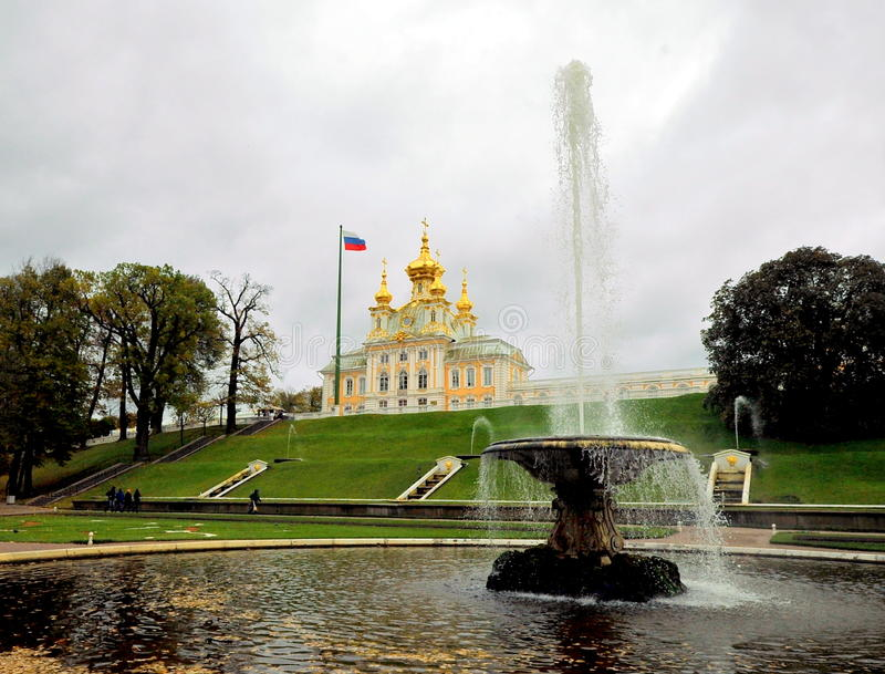 Fontes de Peterhof, Rússia foto de stock royalty free