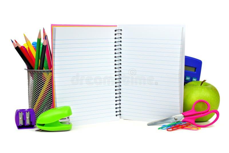 Fontes do caderno e de escola foto de stock