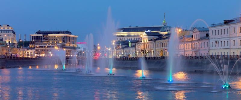 Fontes do quadrado de Bolotnaya, Rússia, Moscou imagens de stock
