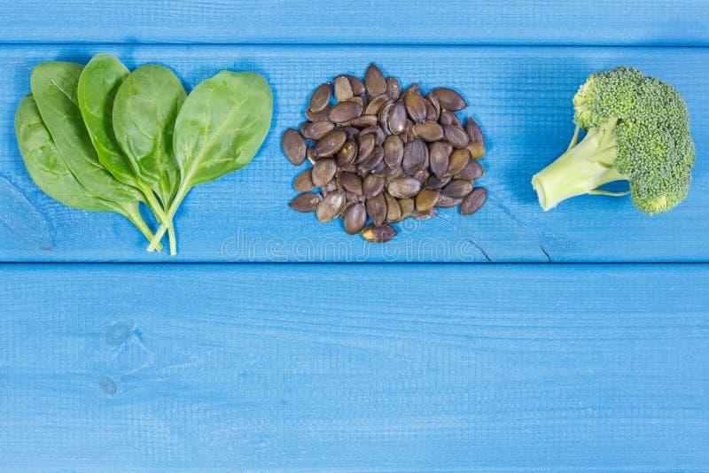 Fontes naturais de ômega 3 ácidos, minerais e fibras, conceito saudável da nutrição, espaço da cópia para o texto fotografia de stock