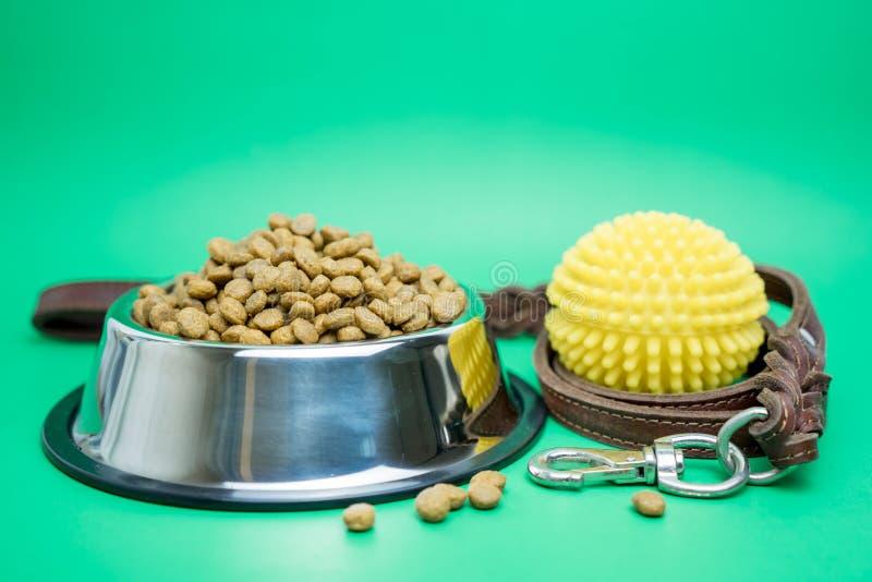 Fontes secas do alimento e do animal de estima??o para o conceito do c?o ou do gato fotografia de stock royalty free