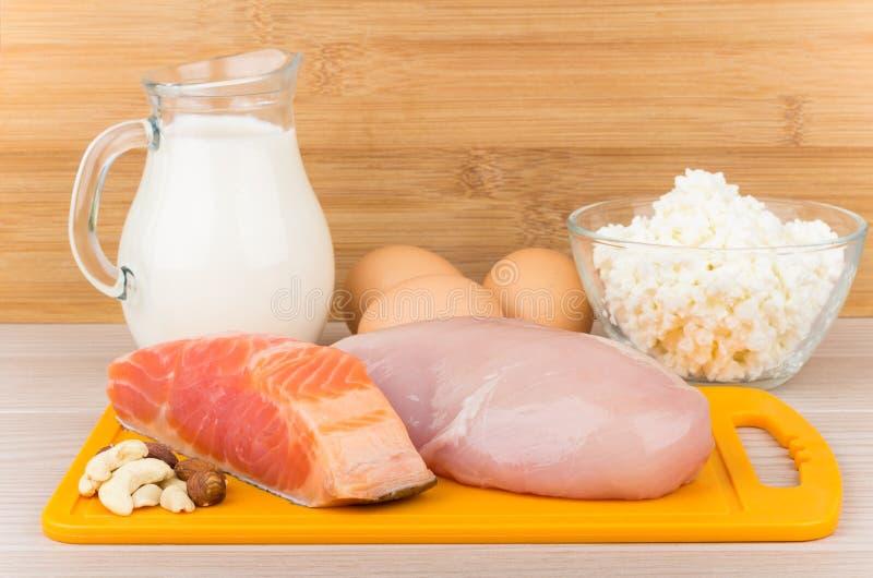 Fonti dei prodotti di proteine ed acidi grassi insaturi fotografia stock libera da diritti