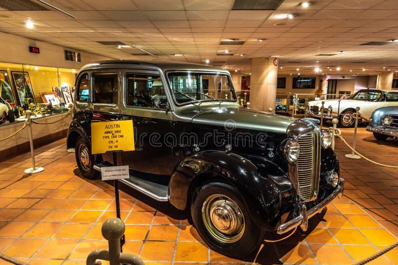 FONTVIEILLE, МОНАКО - ИЮНЬ 2017: черное серебряное ТАКСИ 1952 ОСТИНА в музее собрания автомобилей верхней части Монако стоковое фото rf