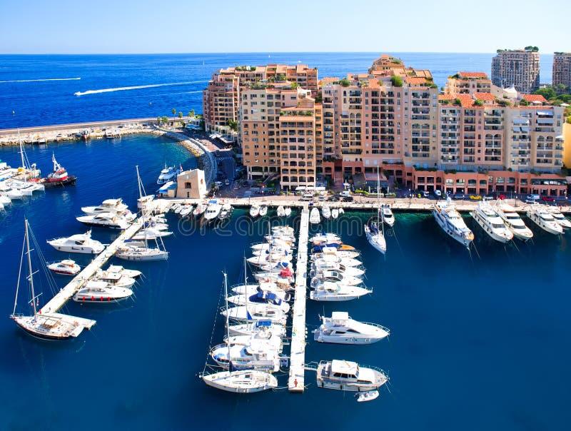 Fontvieille, district van Monaco. mening van jachthaven stock foto