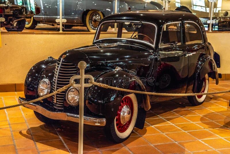 FONTVIEILLE, MÓNACO - JUNIO DE 2017: ROSENGART negro LR4-R1 1940 en museo de la colección de los coches del top de Mónaco imagen de archivo