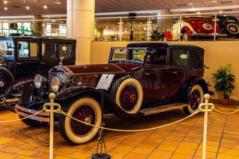 FONTVIEILLE, MÔNACO - EM JUNHO DE 2017: BAR marrom 1953 de ROLLS ROYCE no museu da coleção dos carros da parte superior de Mônaco imagem de stock