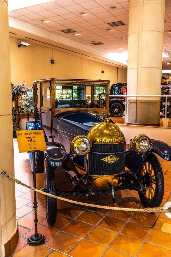 FONTVIEILLE, MÔNACO - EM JUNHO DE 2017: escuro - BELANGER azul FRERES A1 1921 no museu da coleção dos carros da parte superior de fotos de stock