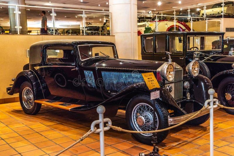 FONTVIEILLE, MÔNACO - EM JUNHO DE 2017: ROLLS-ROYCE PHANTOM preto I 1927 no museu da coleção dos carros da parte superior de Môna fotografia de stock