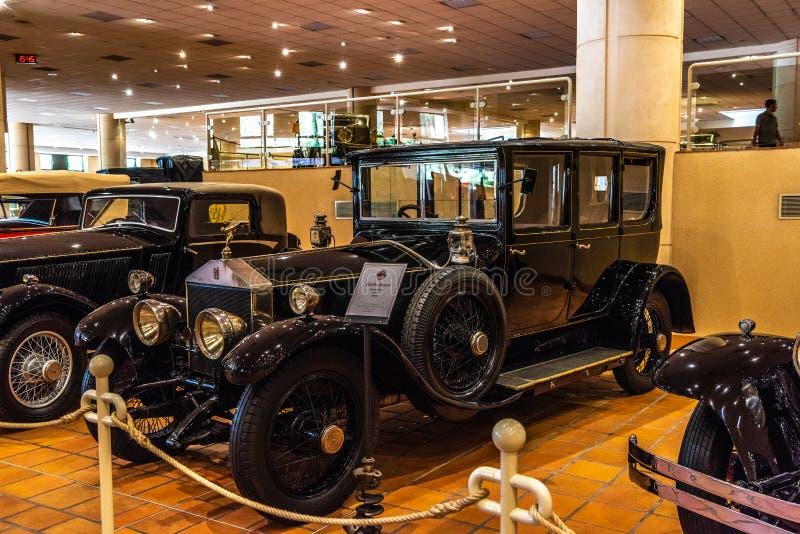 FONTVIEILLE, MÔNACO - EM JUNHO DE 2017: ROLLS ROYCE preta PRATEIA GHOST 1921 no museu da coleção dos carros da parte superior de  imagem de stock royalty free