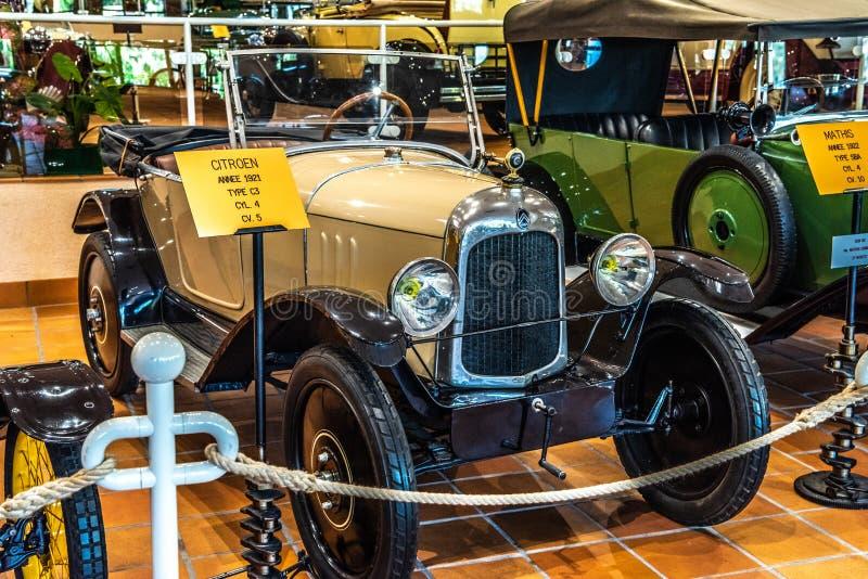 FONTVIEILLE, MONACO - GIUGNO 2017: CITROEN beige C3 1921 nel museo della raccolta delle automobili della cima del Monaco fotografie stock libere da diritti
