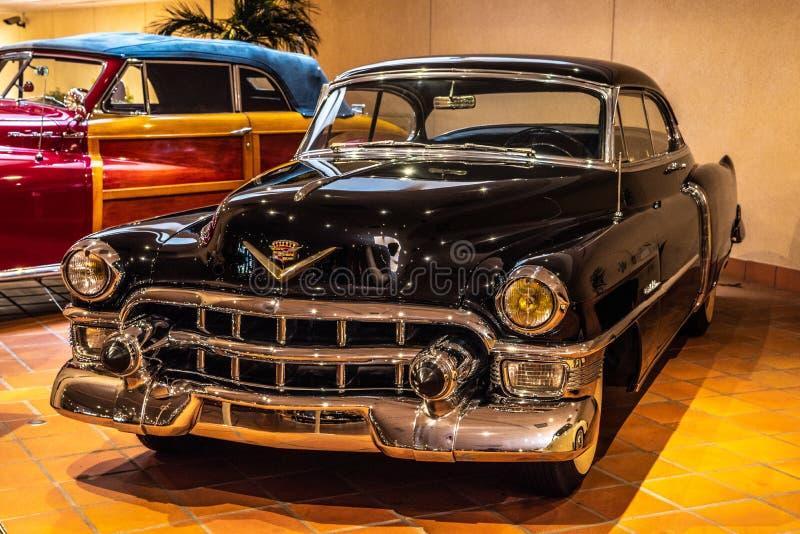 FONTVIEILLE, MONACO - JUIN 2017 : CADILLAC noir 62 1953 dans le musée de collection de voitures de dessus du Monaco image stock