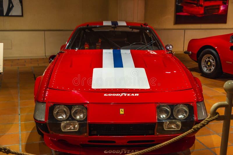 FONTVIEILLE, MONACO - JUIN 2017 : FERRARI rouge 365 DAYTONA 1972 de GTB 4 dans le musée de collection de voitures de dessus du Mo image libre de droits