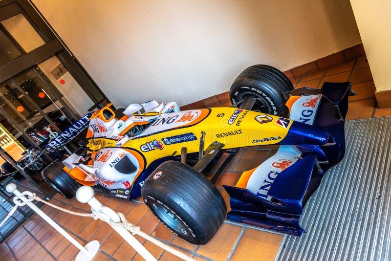 FONTVIEILLE, MONACO - JUIN 2017 : FORMULE 1 F1 de RENAULT bleu jaune dans le musée de collection de voitures de dessus du Monaco photo stock