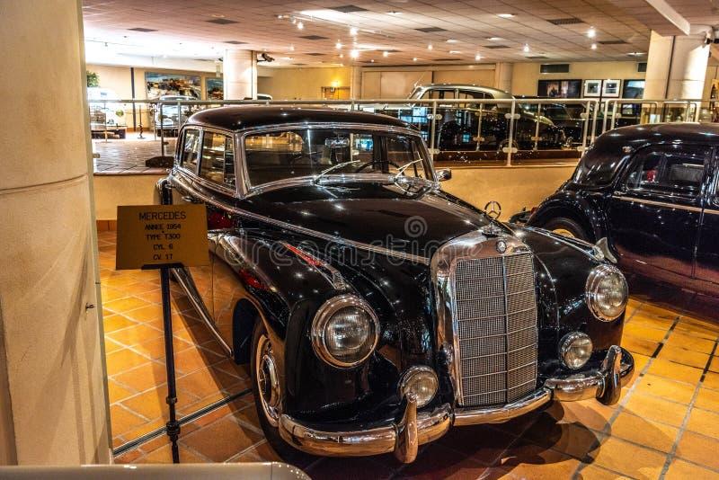 FONTVIEILLE, MONACO - JUIN 2017 : MERCEDES noir T300 1954 dans le musée de collection de voitures de dessus du Monaco image libre de droits